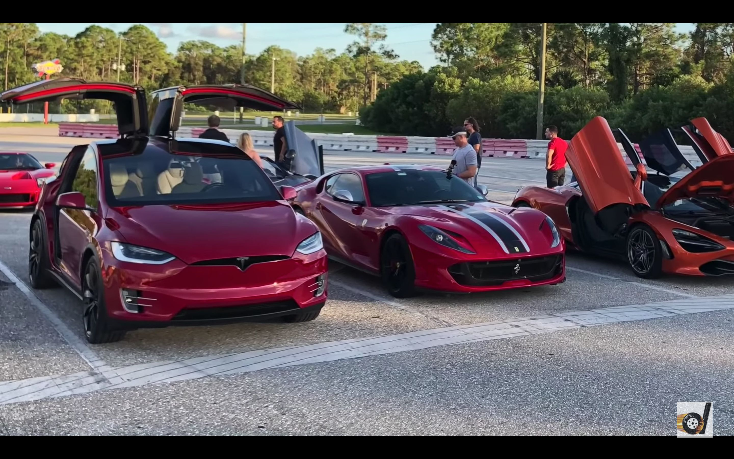 Drag Race Battle Ferrari 812 Superfast Versus Tesla Model X P100d Tesla Model X Tesla Model Latest Cars