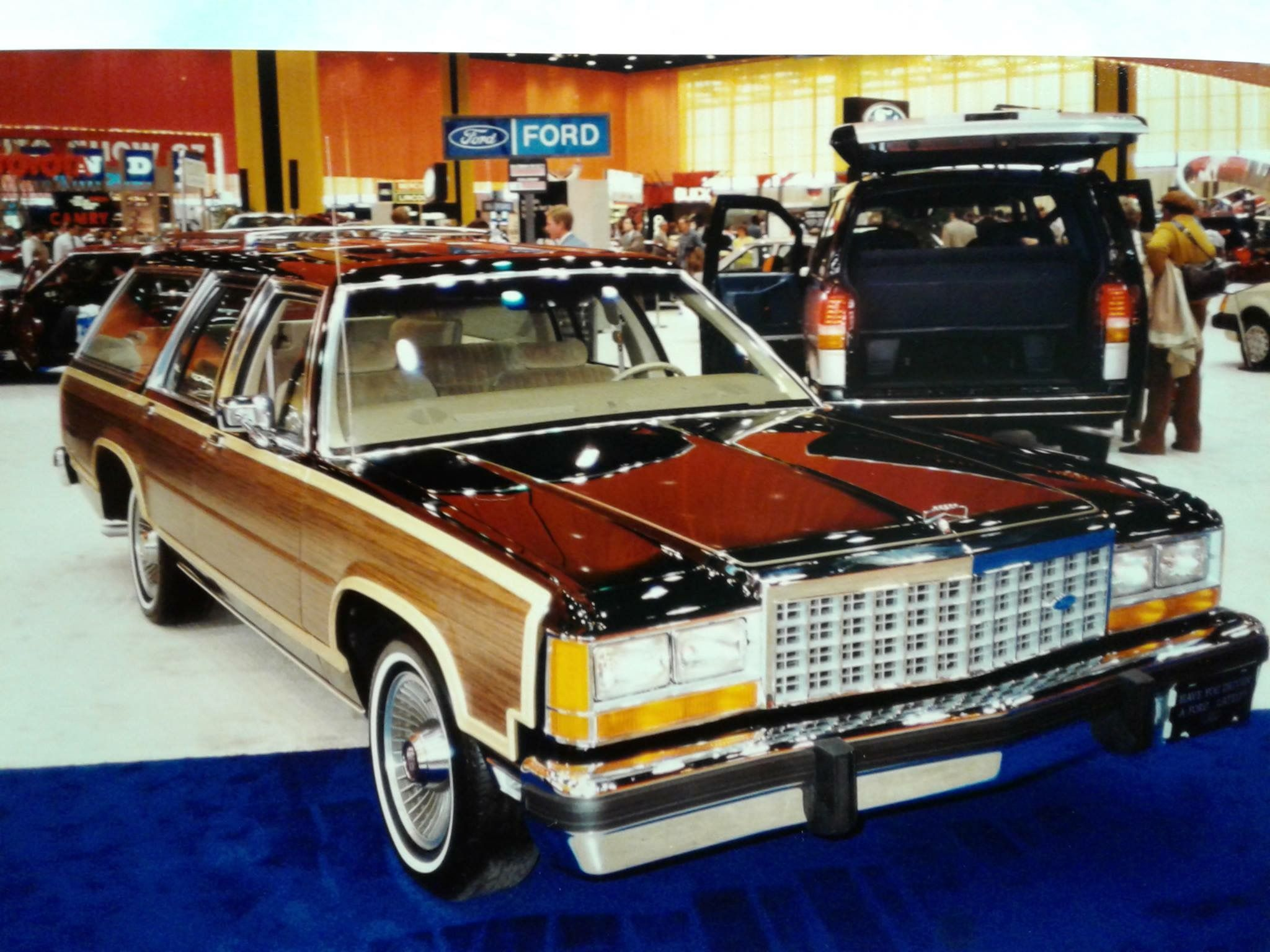 1987 Ford LTD Country Squire at the Chicago Auto Show