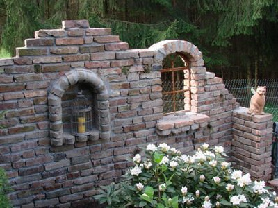 Bildergebnis für ruinenmauer aus alten abbruchziegeln - ruinenmauer im garten