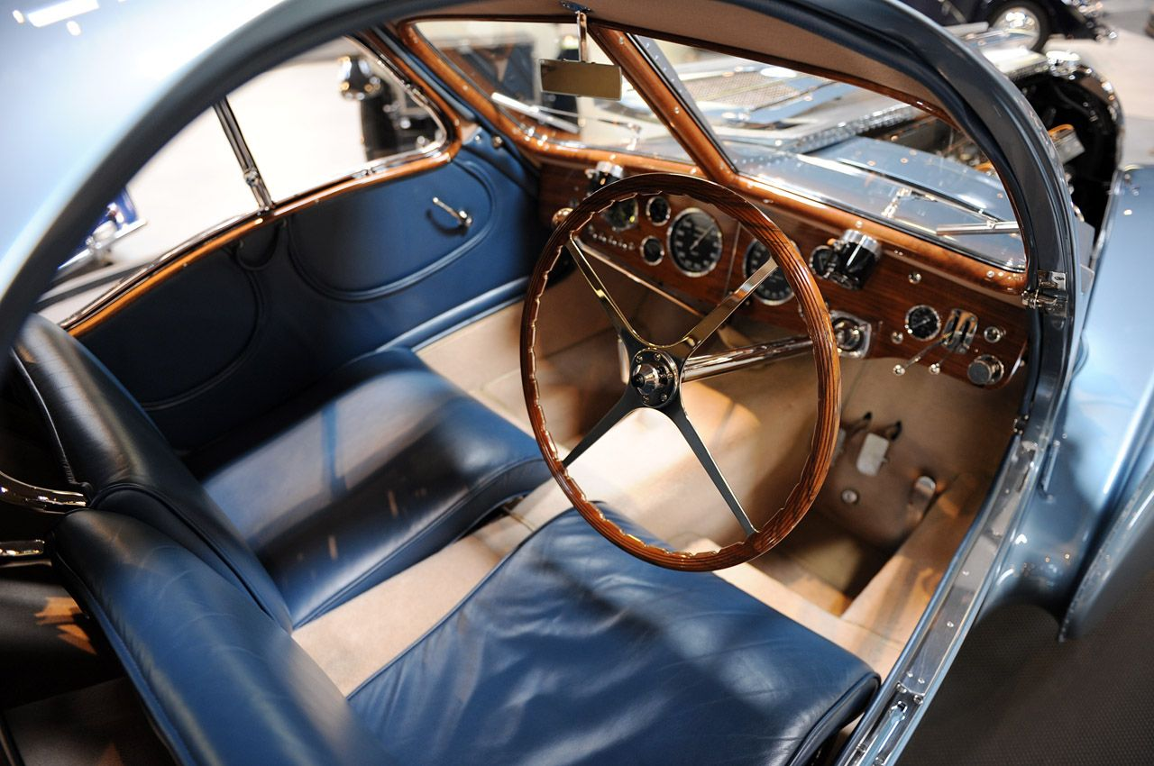 classic-auto-interiors-beautiful-bugatti-type-57sc-atlantic-interior