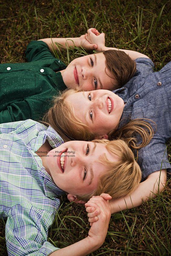 Картинки брат и две сестры