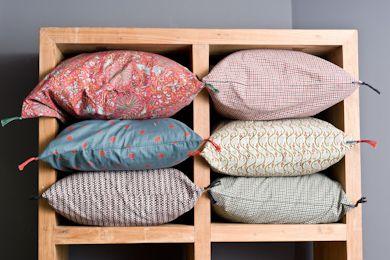 Des coussins caravane chez les autruches paris for Caravane chambre 19 meubles