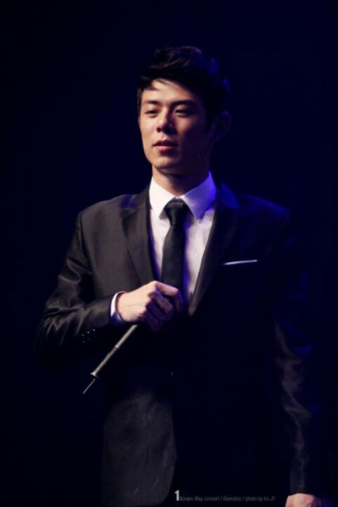 Suit and tie.. shit beenzino