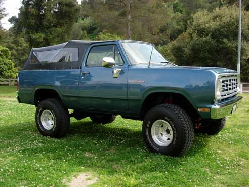 dodge ramcharger 1976, my dad had one of these, i remember riding in it as a kid!!!