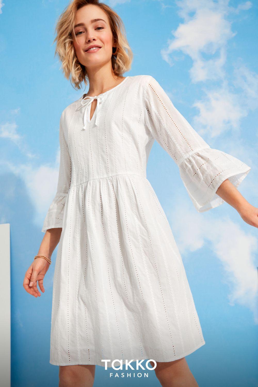Weisses Sommerkleid Strahlend Durch Die Sonnigen Tagen Mit Diesem Luftigen Kleid Mit Volantarmeln Sommerkleid Oberhemden Luftiges Kleid