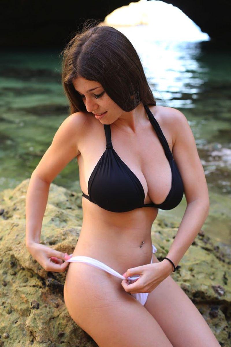 Busty bikini girls — pic 13