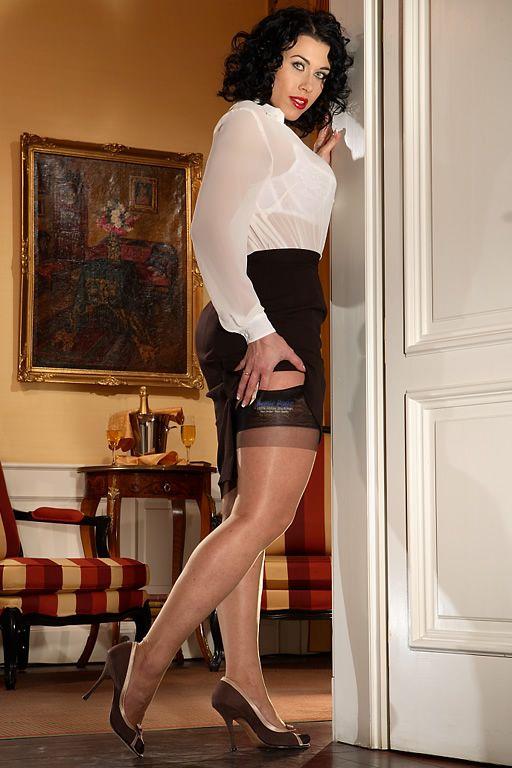 Bettie Page Glamour Rht Beige Secrets In Lace Models