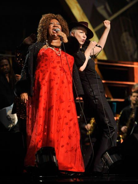 "ARETHA FRANKLIN and ANNIE LENNOX (..Eurythmics), On Stage at ""25th Anniversary Rock & Roll Hall Of Fame"" Concert at 'Madison Square Garden', on October 30, (2009), in New York City, (NY) - Photo by Kevin Mazur/WireImage © Getty Images ~ another photo."