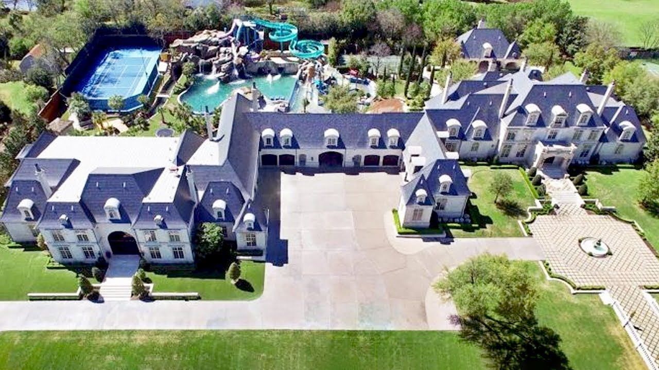 15 Most Incredible Homes In The World Luxury 15 Amazing Biggest Biggesthousesintheworld Celebrity Home Homes Hou Mansions Dream Mansion Big Mansions
