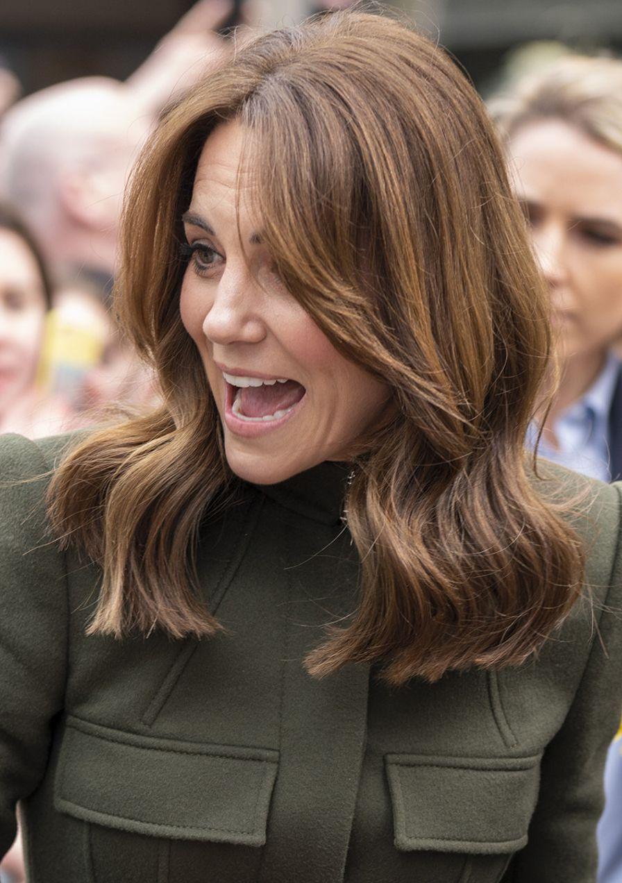 Das Sind Die 10 Schonsten Royalen Frisuren Aller Zeiten Von Herzogin Kate In 2020 Kate Middleton Haircut Coole Frisuren Entspannte Frisuren