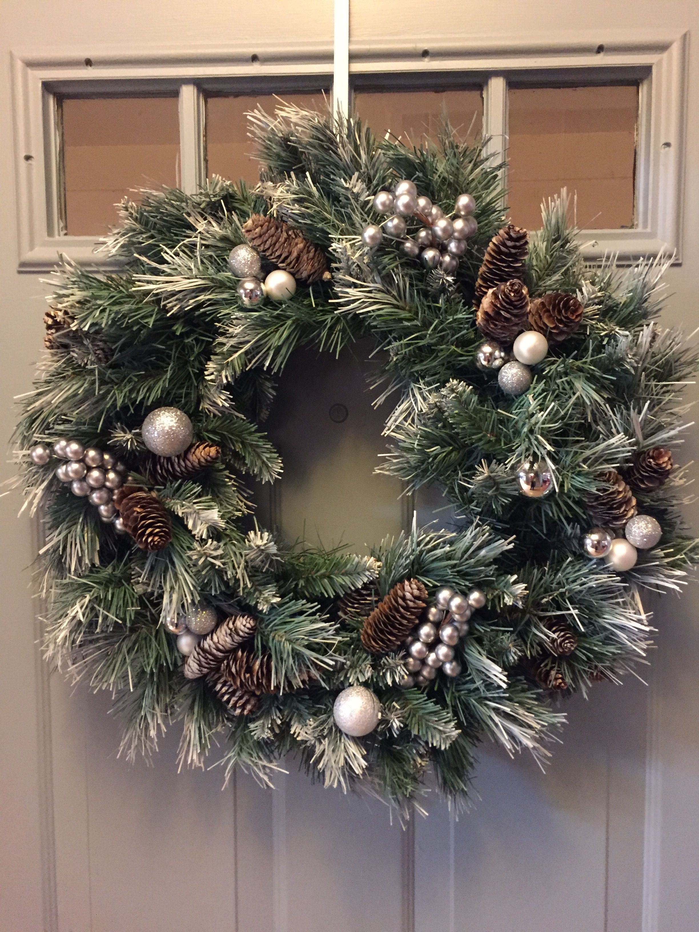 Blue silver and white Christmas wreath #rustikaleweihnachten Blue silver and whi…