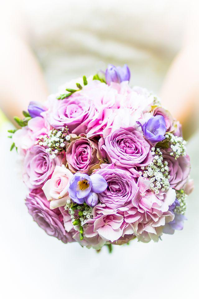 Zauberhafter Brautstrauss In Rose Violett Flieder Rund Und