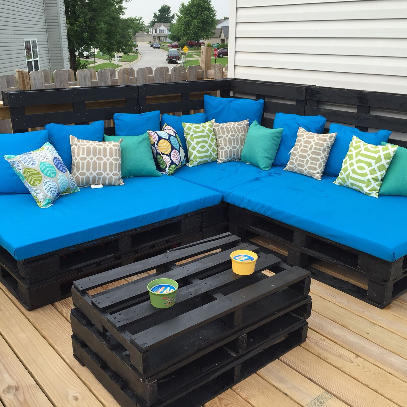 Project Pallet Couch Complete So Comfy And Perfect For A Night On The Deck Terassenideen Diy Mobel Paletten Mobel Aus Paletten