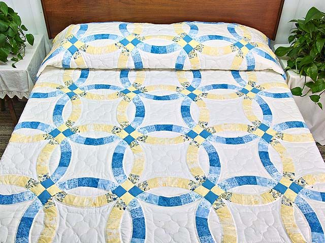 Blue And Yellow Double Wedding Ring Quilt Hannah S Quilts Double Wedding Ring Quilt Double Wedding Rings Wedding Ring Quilt
