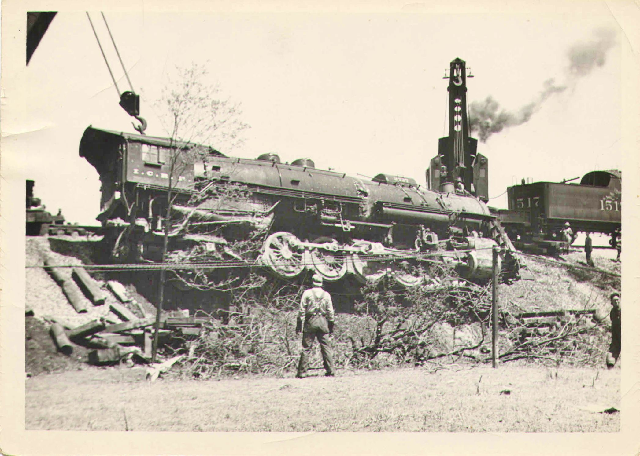 Illinois Central RR wreck of #2727 in Leitchfield, KY 04/26/49