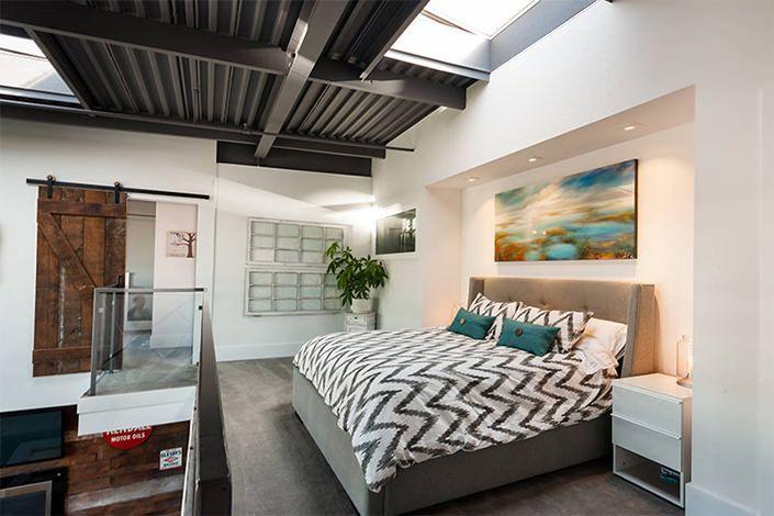 O quarto é, provavelmente, o ambiente mais íntimo e pessoal de toda a sua casa. Portanto, tudo o que você escolher para exibir ali deve refletir sua person