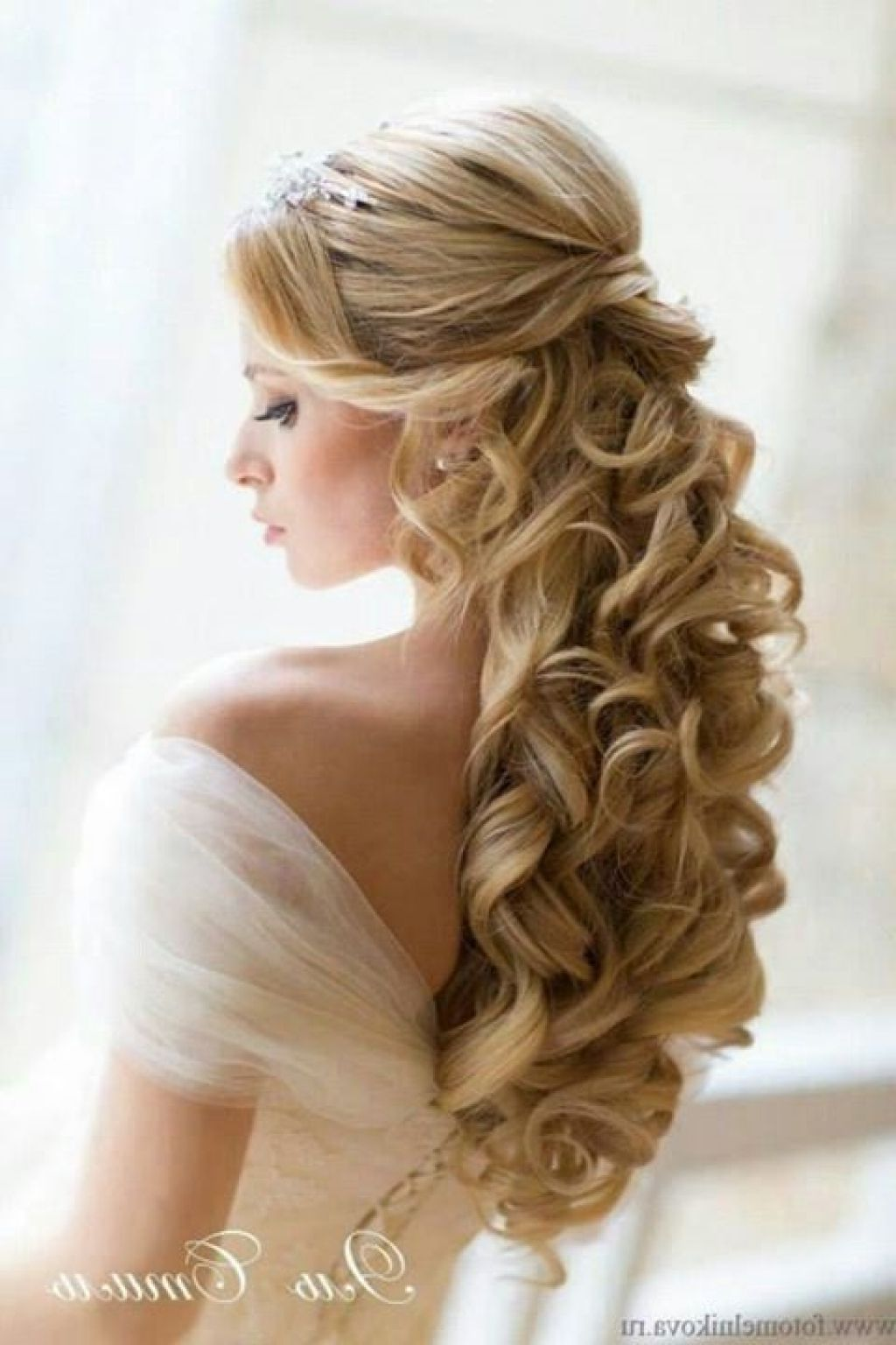 wedding hairstyles for long hair half up dfemale beauty