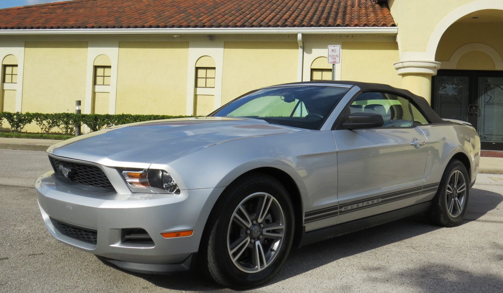 2011 ford mustang v6 convertible like new leather 63k miles http