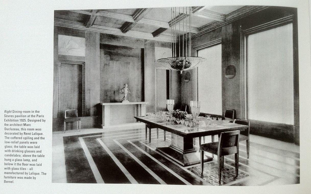 Dining room in the sevres pavilion at the paris exhibition for Decoration interieur paris