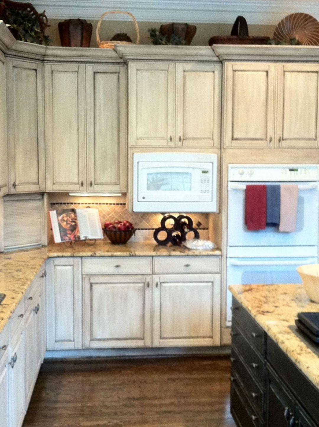 Beautiful wooden kitchen cupboards design ideas for comfortable