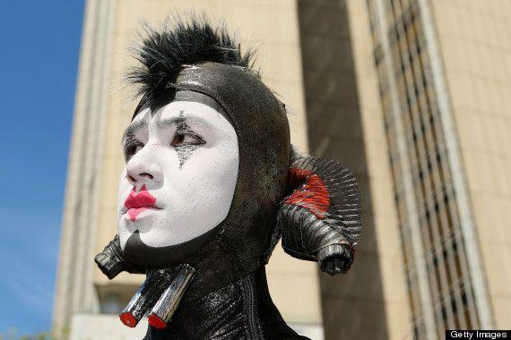 Cirque du Soleil cast member
