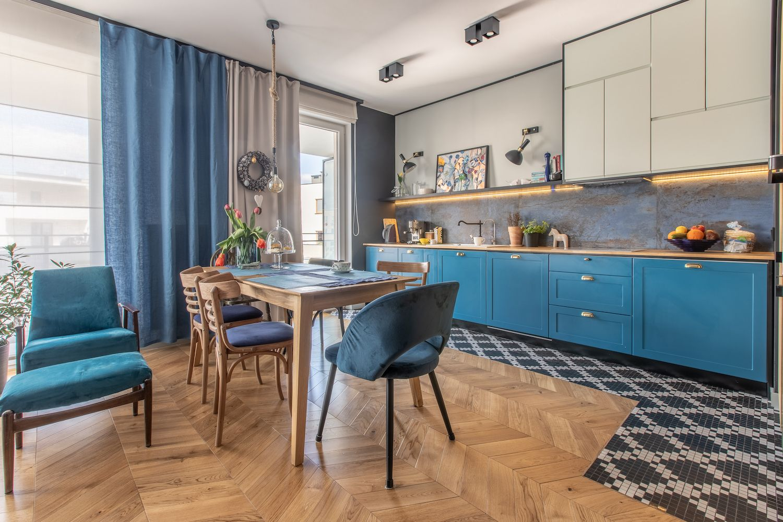 Niebieska Kuchnia Spojne Mieszkanie Z Idealna Dawka Koloru Wnetrza Zewnetrza Blog Wnetrzarski Interior Home Decor Furniture