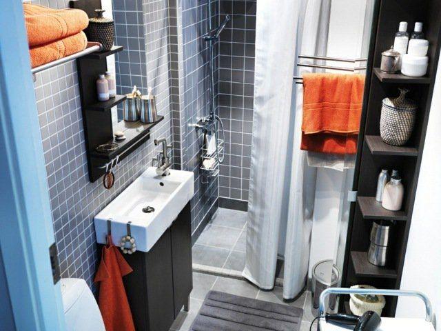 Mini salle de bain aménagée d'une manière intelligente
