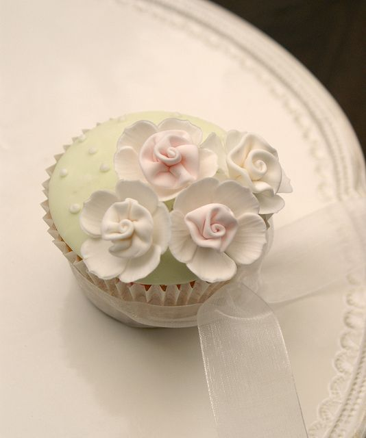 Shabby Chic Cupcake Bliss by Icing Bliss, via Flickr
