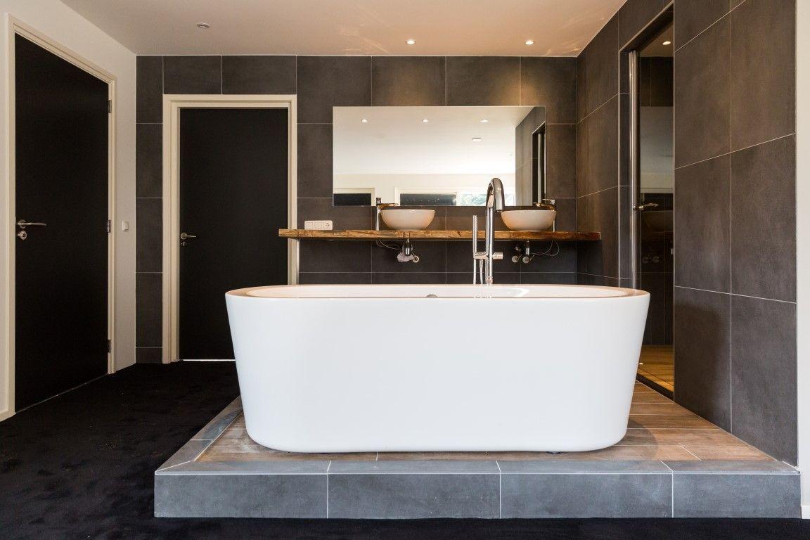 Badkamer Tegels Zwart : Bed & breakfast ederveen badkamer binnentegels keramische tegels
