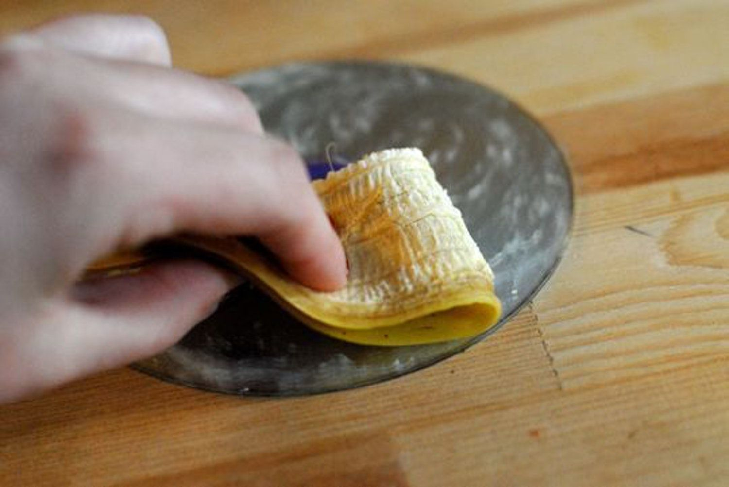 7 bizarre home remedies that repair scratched dvds cds