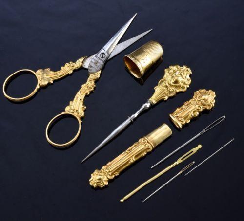 RARE-C1860-VICTORIAN-FRENCH-18K-GOLD-ETUI-SEWING-KIT-NEEDLE-THIMBLE-ORG-CASE-BOX