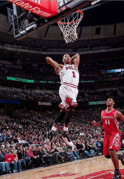 D Rose Does The Best Two Handed Tomahawk Bulls Basketball Photos Basketball Players Basketball Photography