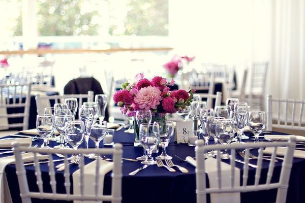 Deco bleu marine rose pour mariage chic