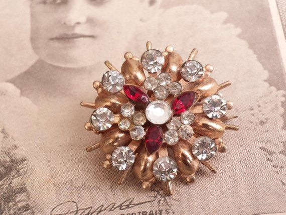 Stunning Brooch Gold Red Clear Rhinestones Flower Nice Pins & Brooches