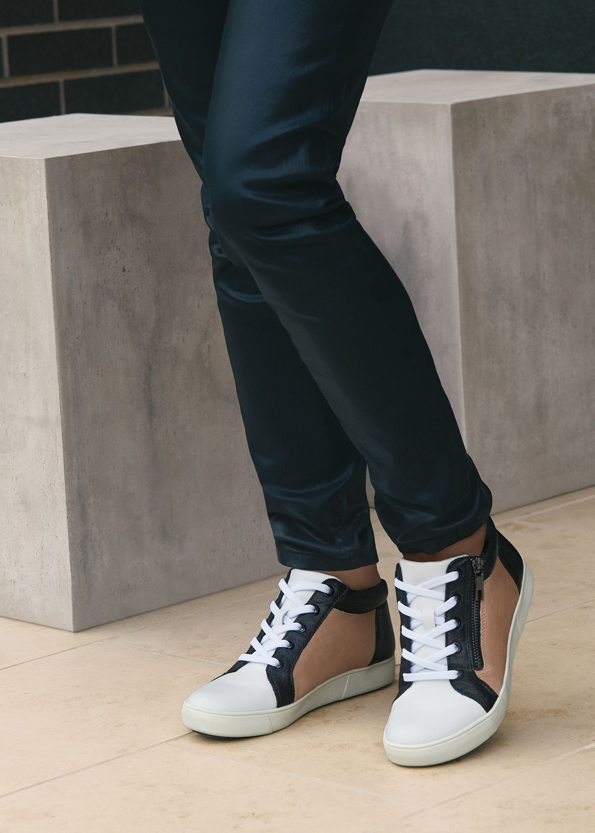 Step up your jeans and sneakers combo