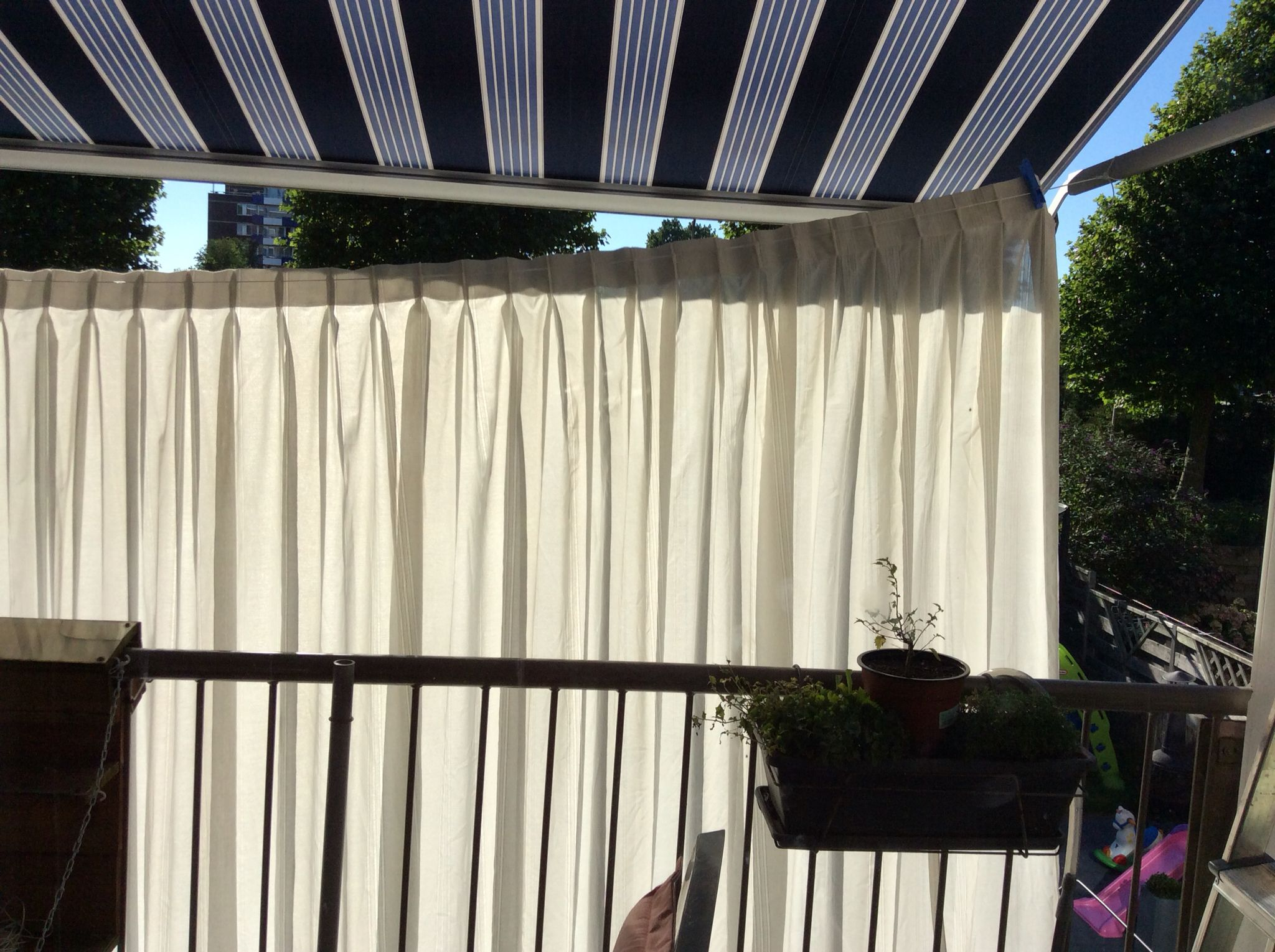 Dry your long curtains with a line on your sunscreen.