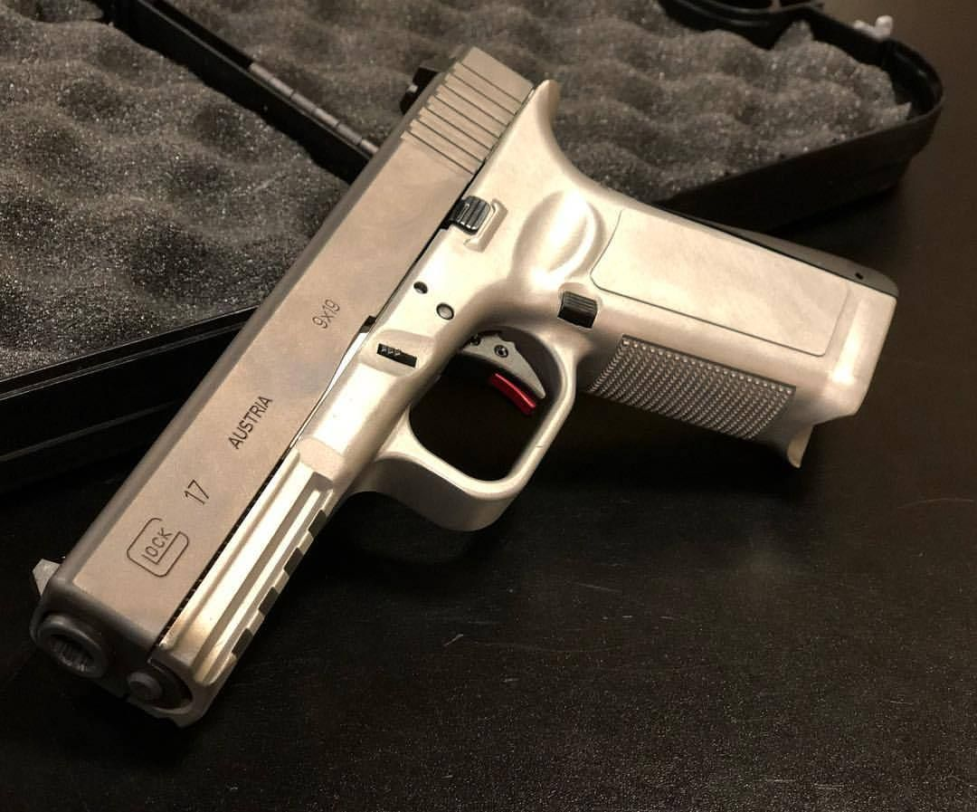 """I guess the whole """"plastic pistol"""" arguement is now over? Glock 17 ..."""