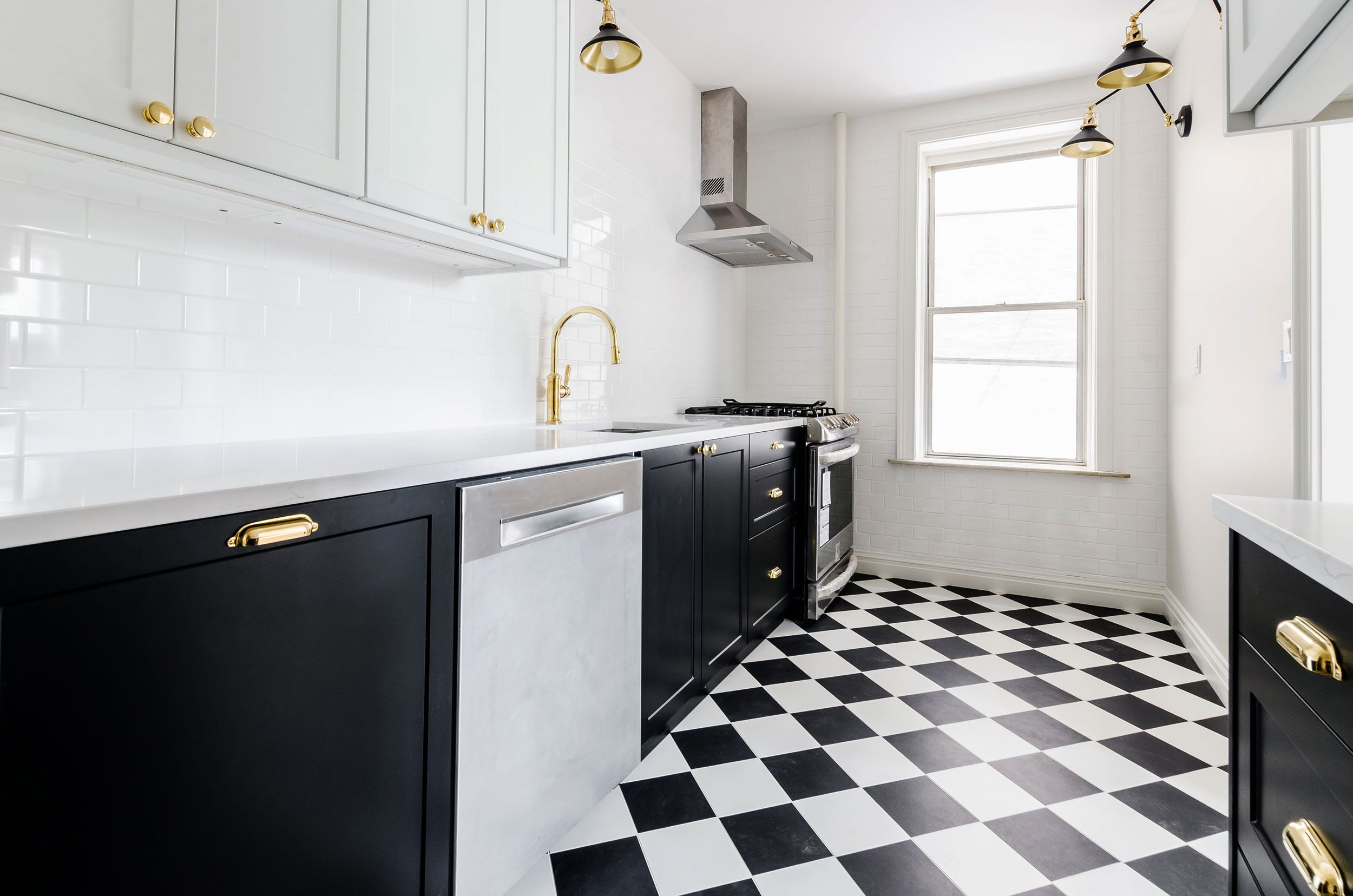 Schwarze Fliesen in der Küche in 2020