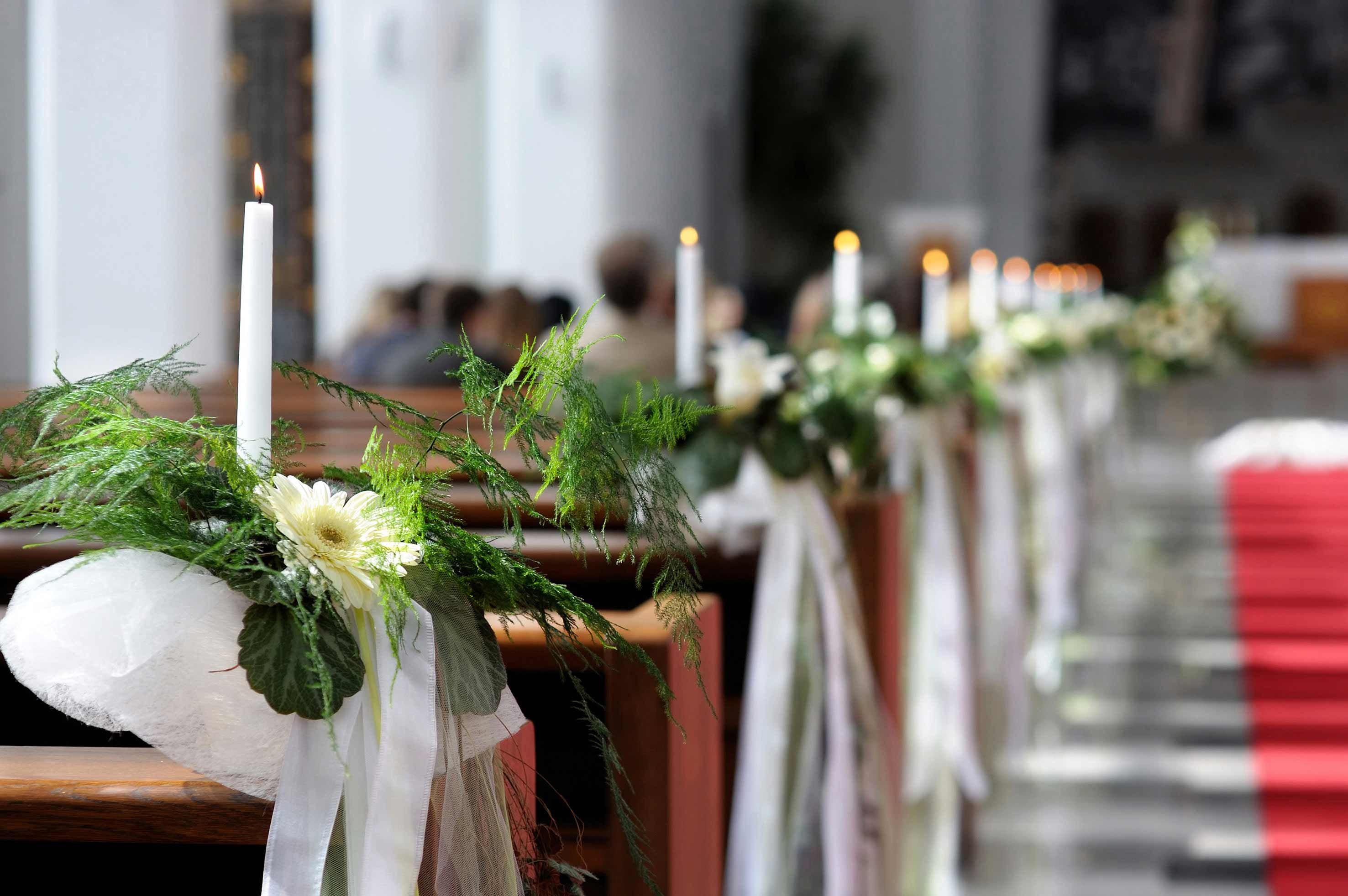 Kirchendeko Hochzeit Bildergalerie Mit Tollen Ideen Beispielen Hochzeit Blumendekorationen Kirchendeko Hochzeit Kirchliche Hochzeit