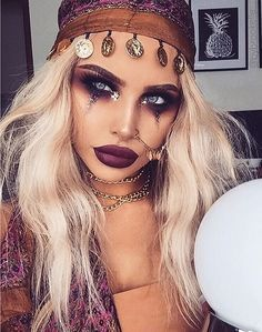 Fortune Teller or Gypsy—all about the makeup! | 21 DIY Halloween Costumes for Women | 2016 #holidayclothes