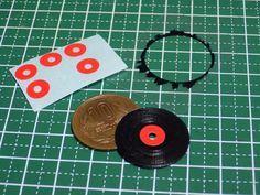 How To Make Of Miniature Accessories Phonograph Record Miniatures Tutorials Miniature Dollhouse Furniture Miniatures
