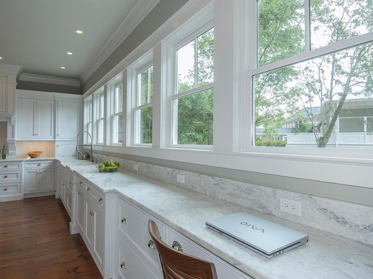79 Beautiful Kitchen Window Options and Ideas #traditionalkitchen
