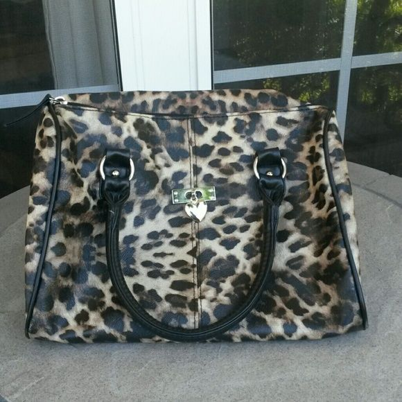 Leopard print purse Very cute. Leopard print purse. From Deb and Dave LA New York. Never been used. Inside is perfectly new. Needs A New Home. Send me a offer. I will accept. Deb Bags