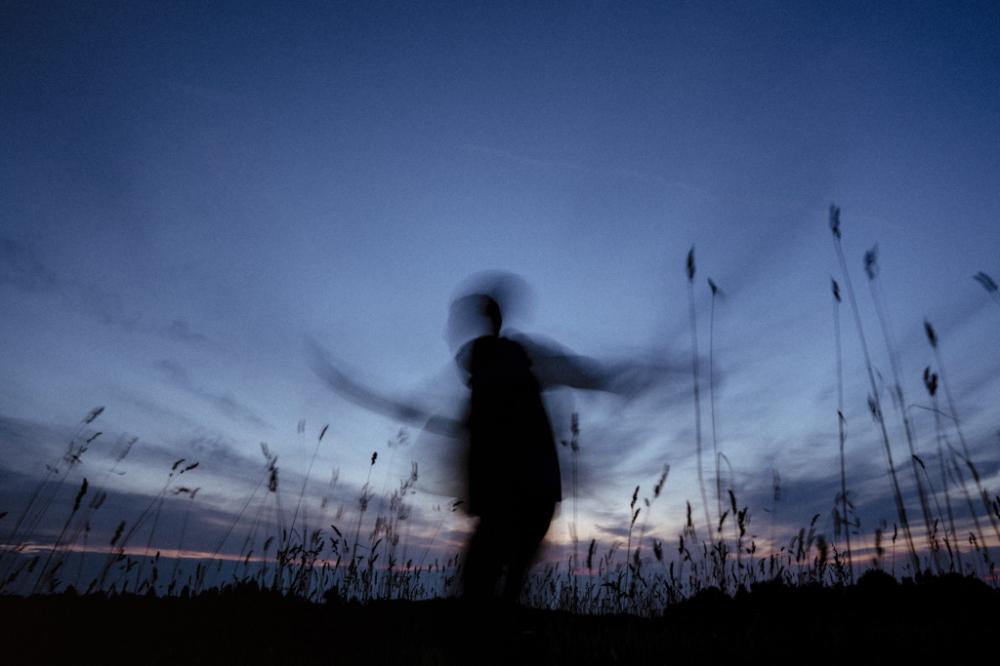 Add motion blur to photo
