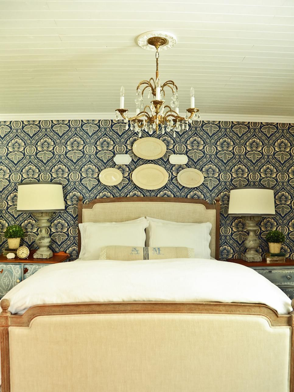 This+traditional+bedroom+boasts+a+blue+and+white+fabric+feature+wall ...