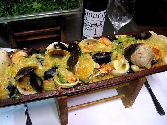 Beira Mar, situé à Laval: Reconnue pour leurs fruits de mer  / Known for their seafood.