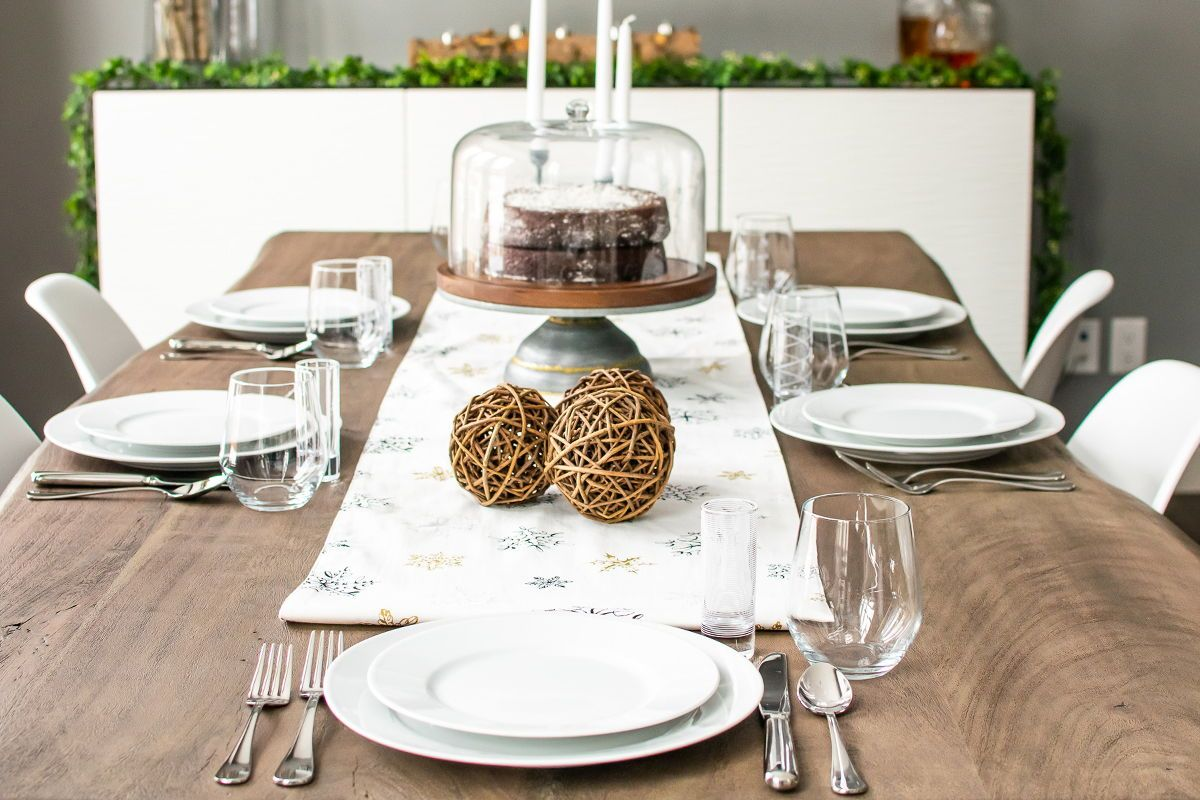 Simple Holiday Tablescapes How To Decorate Your Table For Holiday