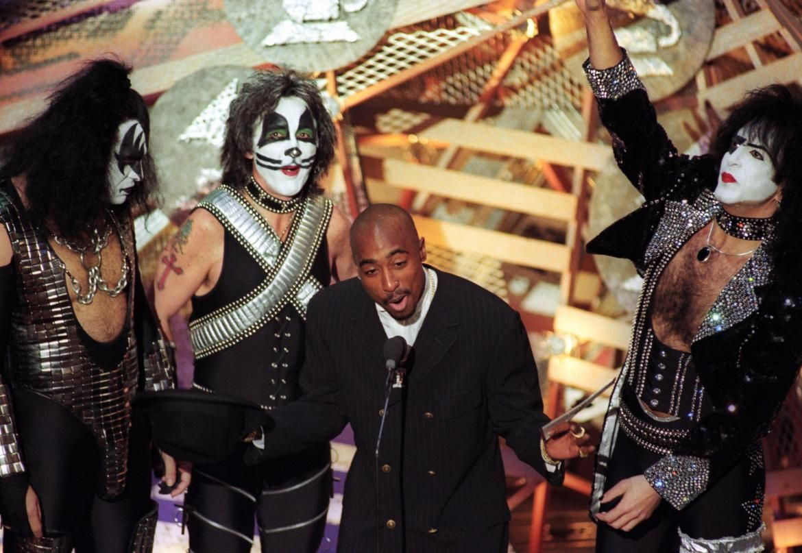 Tupac Grammys Kiss Google Search All The Worlds A Stage Best