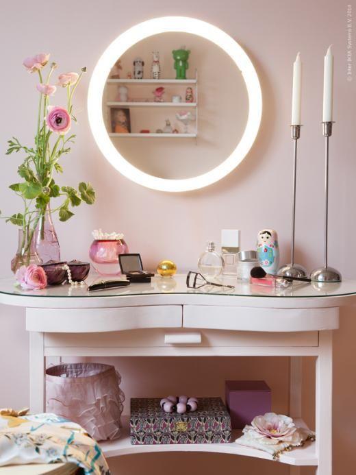 spegel med integrerad belysning