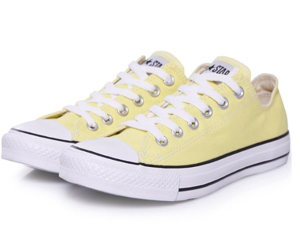 7b4c226998d and this color too ♡ Yellow Converse